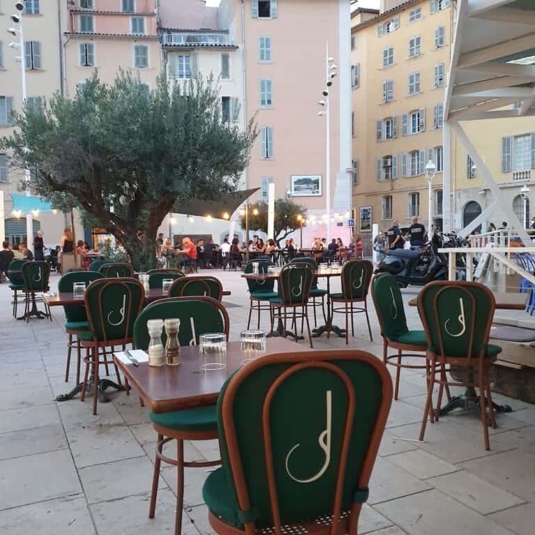 Terrasse de Joséphine sur la Place de l'Équerre à Toulon